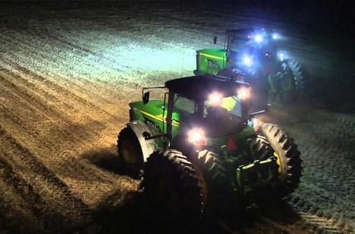 Светодиодные фары на тракторе